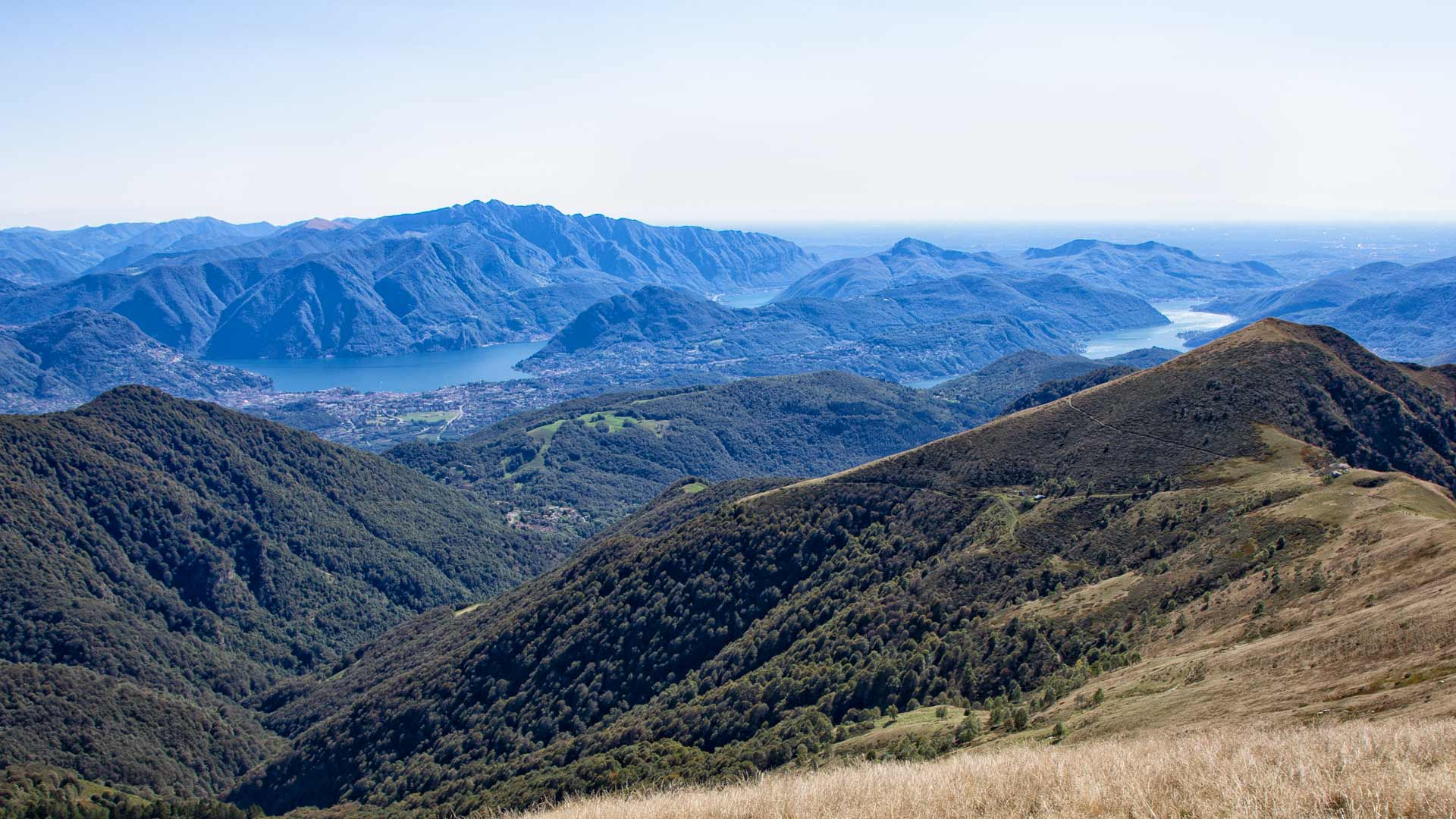 Aussicht auf der Wanderung vom Monte Lema zum Monte Tamaro. Ferienwohnung Locarno Minusio