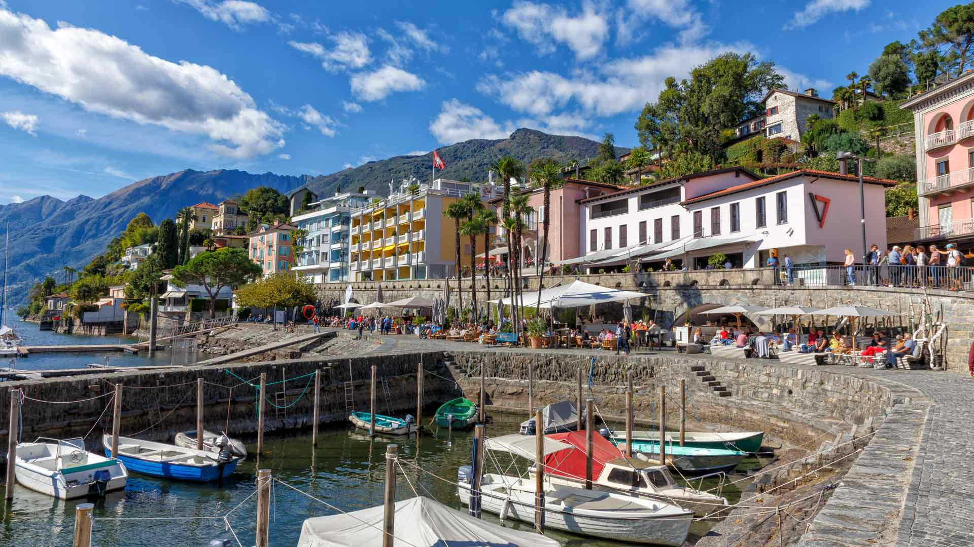 Locarno-Seepromenade-an-einem-schönen-Oktobertag